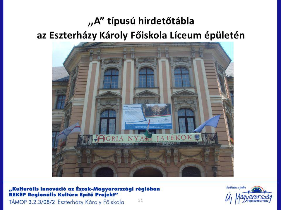 """""""A típusú hirdetőtábla az Eszterházy Károly Főiskola Líceum épületén"""
