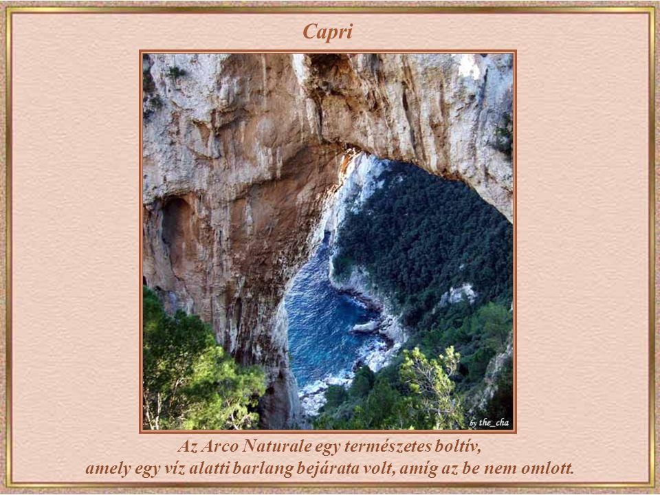 Capri Az Arco Naturale egy természetes boltív, amely egy víz alatti barlang bejárata volt, amíg az be nem omlott.