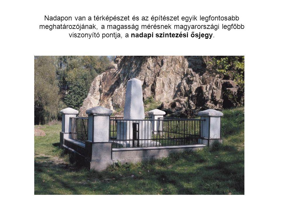 Nadapon van a térképészet és az építészet egyik legfontosabb meghatározójának, a magasság mérésnek magyarországi legfőbb viszonyító pontja, a nadapi szintezési ősjegy.