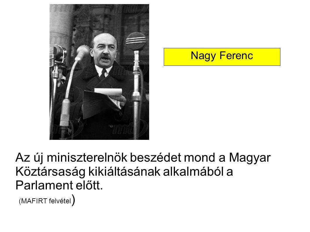 Nagy Ferenc Az új miniszterelnök beszédet mond a Magyar Köztársaság kikiáltásának alkalmából a Parlament előtt.