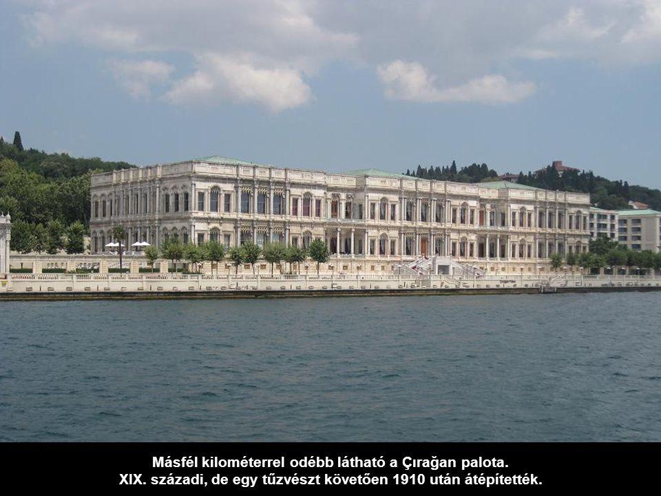 Másfél kilométerrel odébb látható a Çırağan palota.