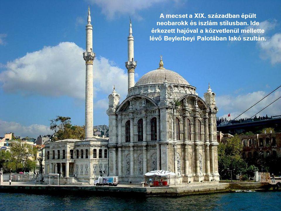 A mecset a XIX. században épült neobarokk és iszlám stílusban