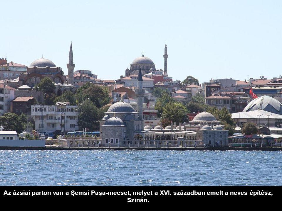 Az ázsiai parton van a Şemsi Paşa-mecset, melyet a XVI