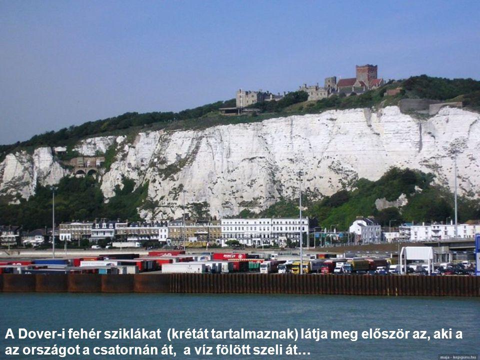 A Dover-i fehér sziklákat (krétát tartalmaznak) látja meg először az, aki a az országot a csatornán át, a víz fölött szeli át…