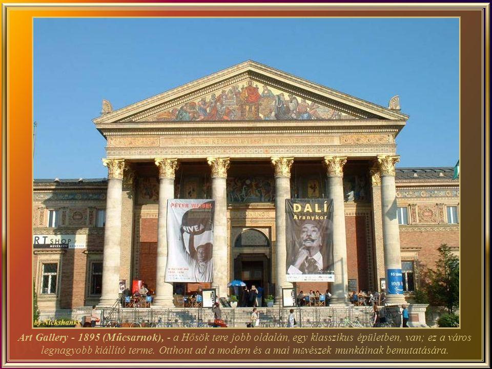 Art Gallery - 1895 (Műcsarnok), - a Hősök tere jobb oldalán, egy klasszikus épületben, van; ez a város legnagyobb kiállító terme.