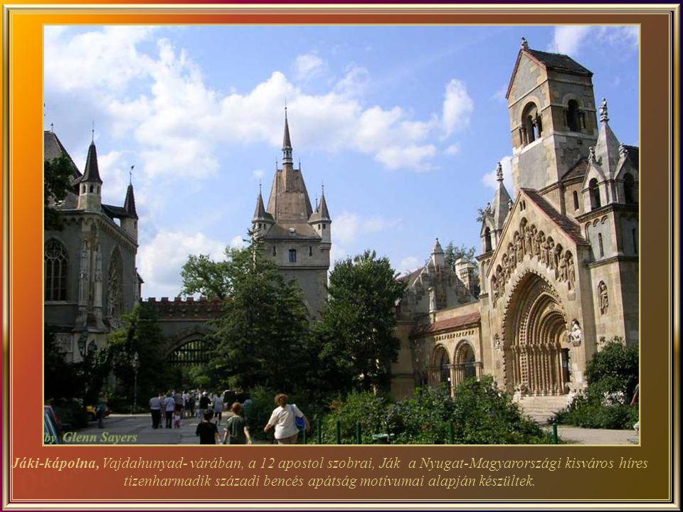 Jáki-kápolna, Vajdahunyad- várában, a 12 apostol szobrai, Ják a Nyugat-Magyarországi kisváros híres tizenharmadik századi bencés apátság motívumai alapján készültek.