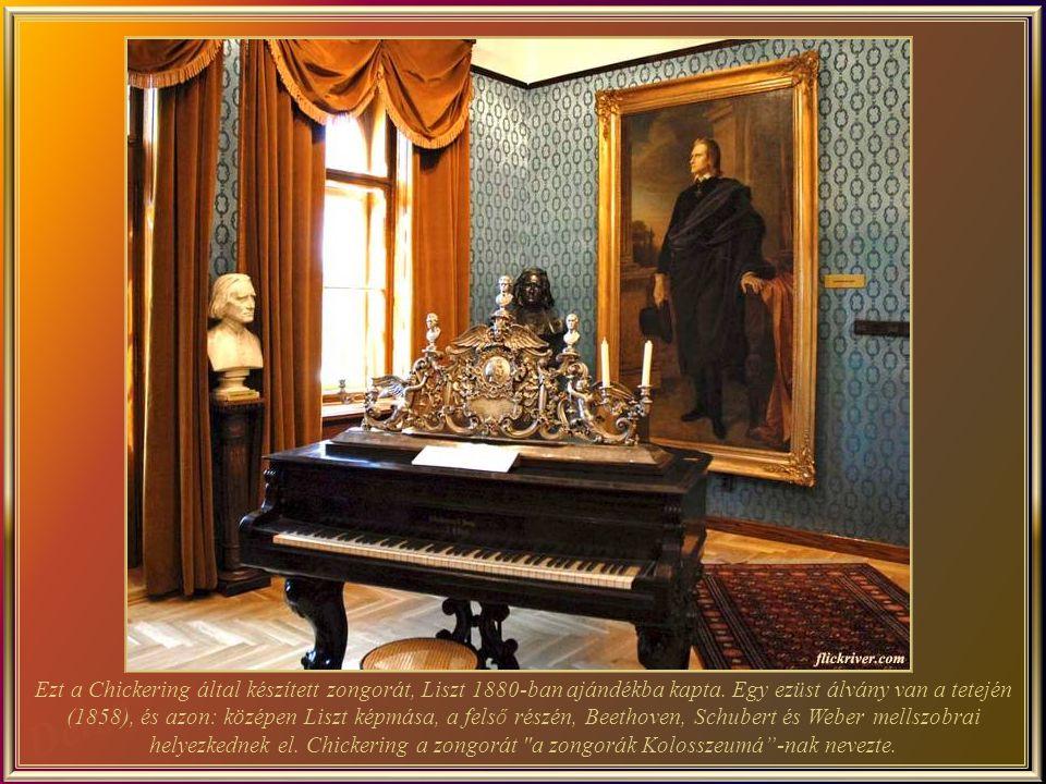 Le piano fabriqué par le facteur Chickering qui en a fait cadeau à Liszt en 1880.