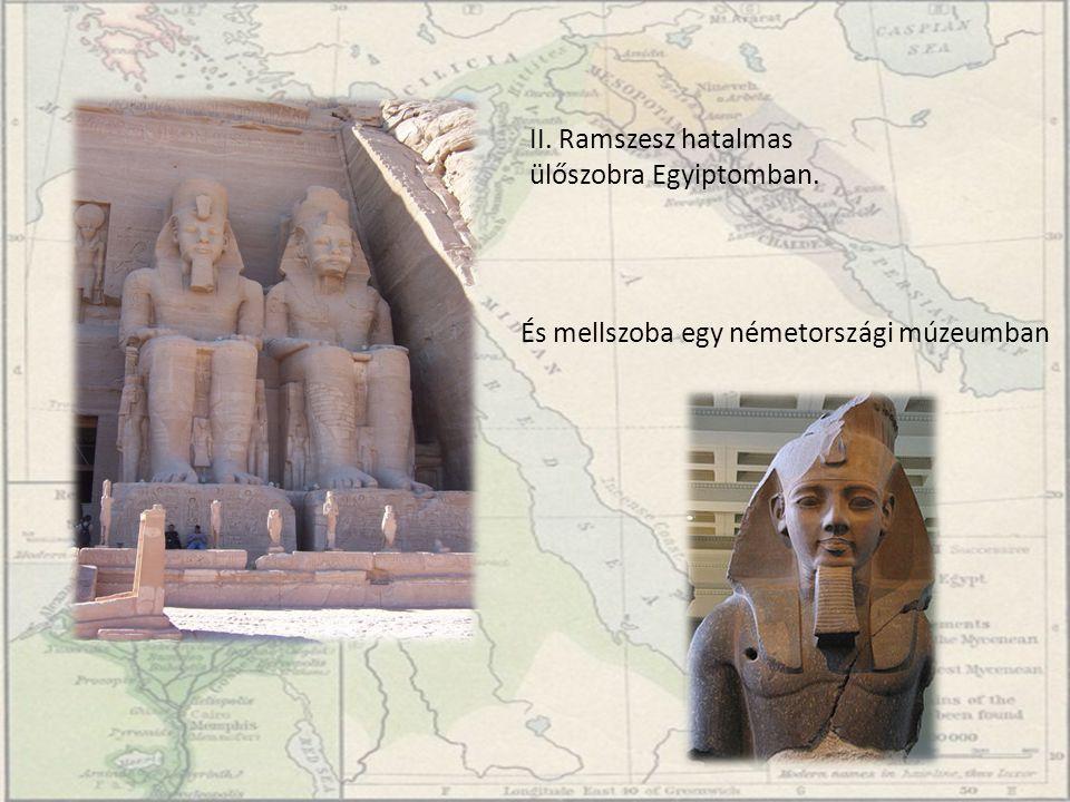 II. Ramszesz hatalmas ülőszobra Egyiptomban.