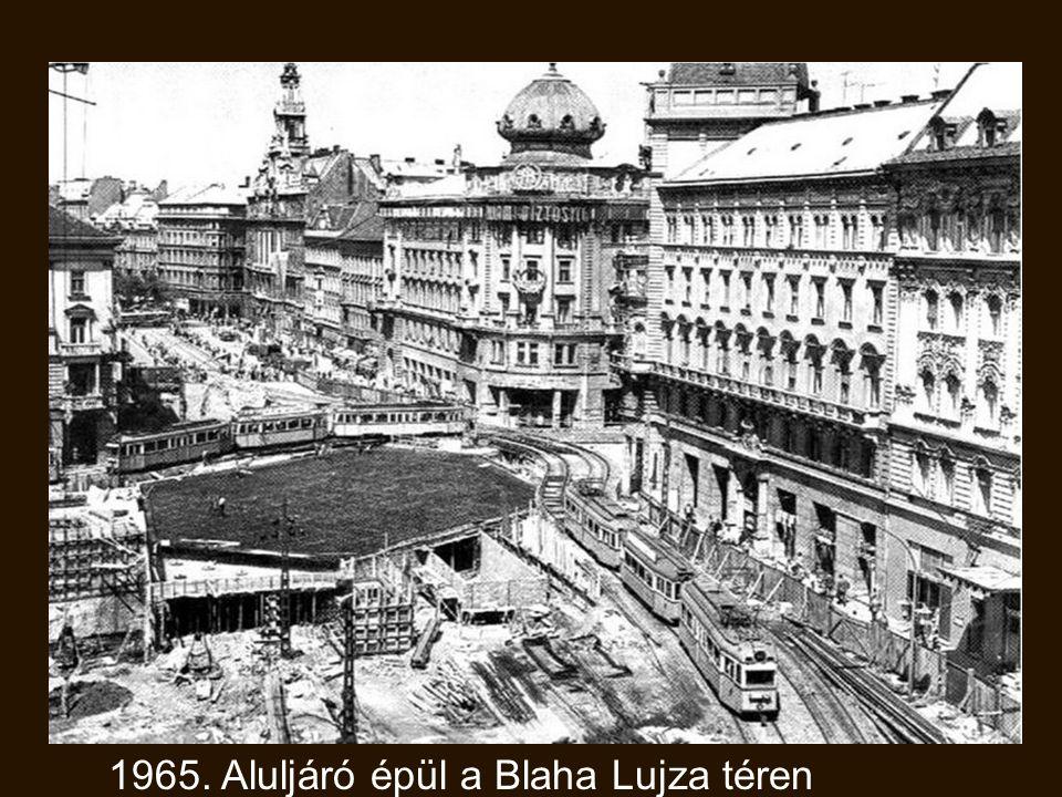 1965. Aluljáró épül a Blaha Lujza téren