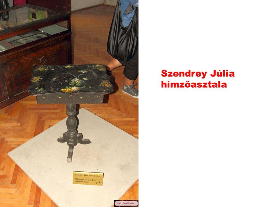 Szendrey Júlia hímzőasztala