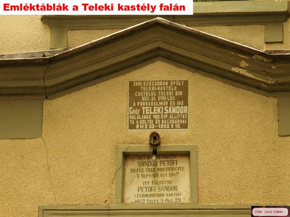 Emléktáblák a Teleki kastély falán