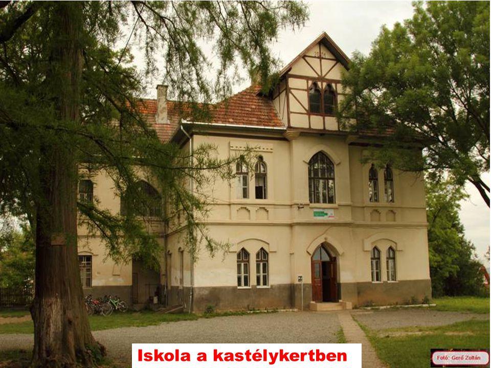Iskola a kastélykertben