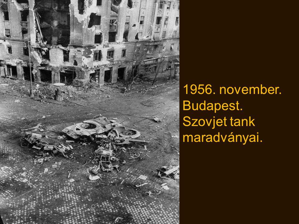 1956. november. Budapest. Szovjet tank maradványai.