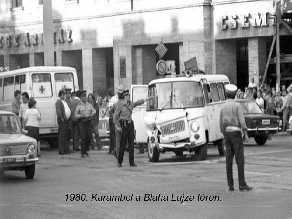 1980. Karambol a Blaha Lujza téren.