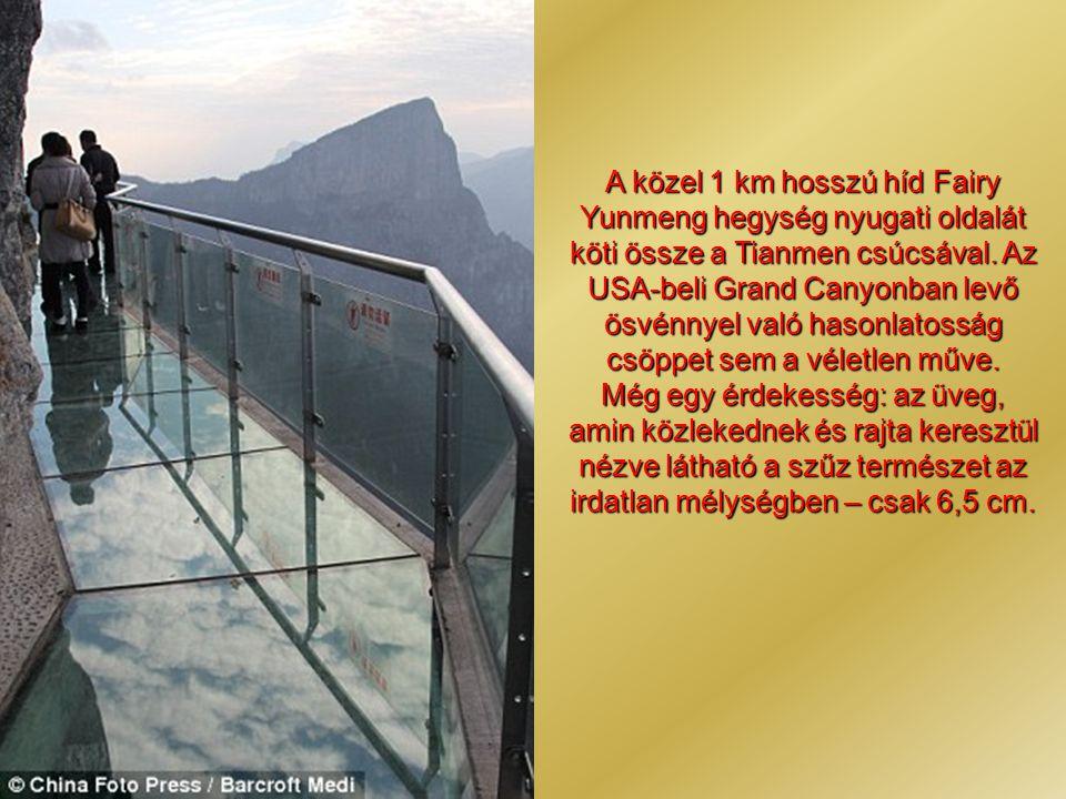 A közel 1 km hosszú híd Fairy Yunmeng hegység nyugati oldalát köti össze a Tianmen csúcsával. Az USA-beli Grand Canyonban levő ösvénnyel való hasonlatosság csöppet sem a véletlen műve.