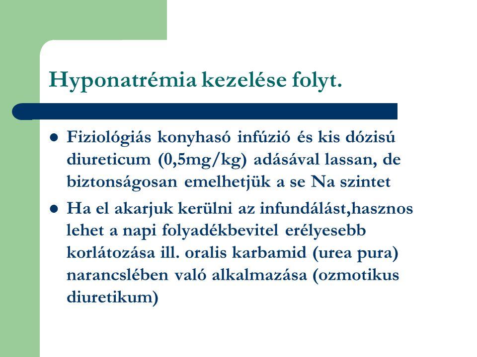 Hyponatrémia kezelése folyt.