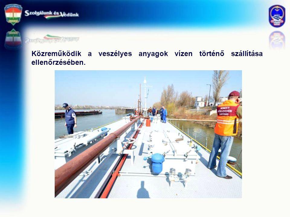 Közreműködik a veszélyes anyagok vízen történő szállítása ellenőrzésében.