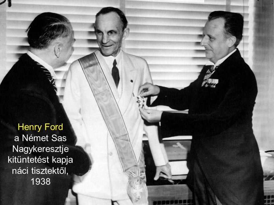 a Német Sas Nagykeresztje kitüntetést kapja náci tisztektől, 1938