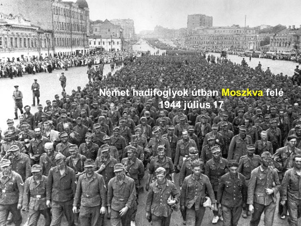 Német hadifoglyok útban Moszkva felé