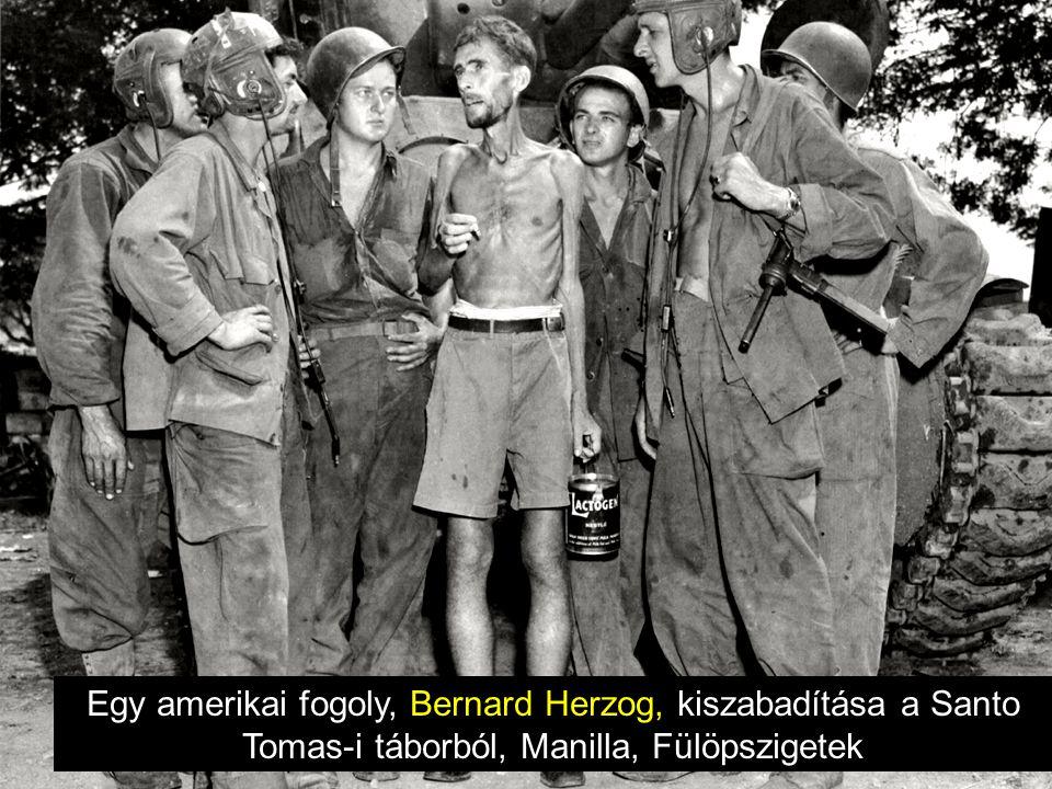 Egy amerikai fogoly, Bernard Herzog, kiszabadítása a Santo Tomas-i táborból, Manilla, Fülöpszigetek