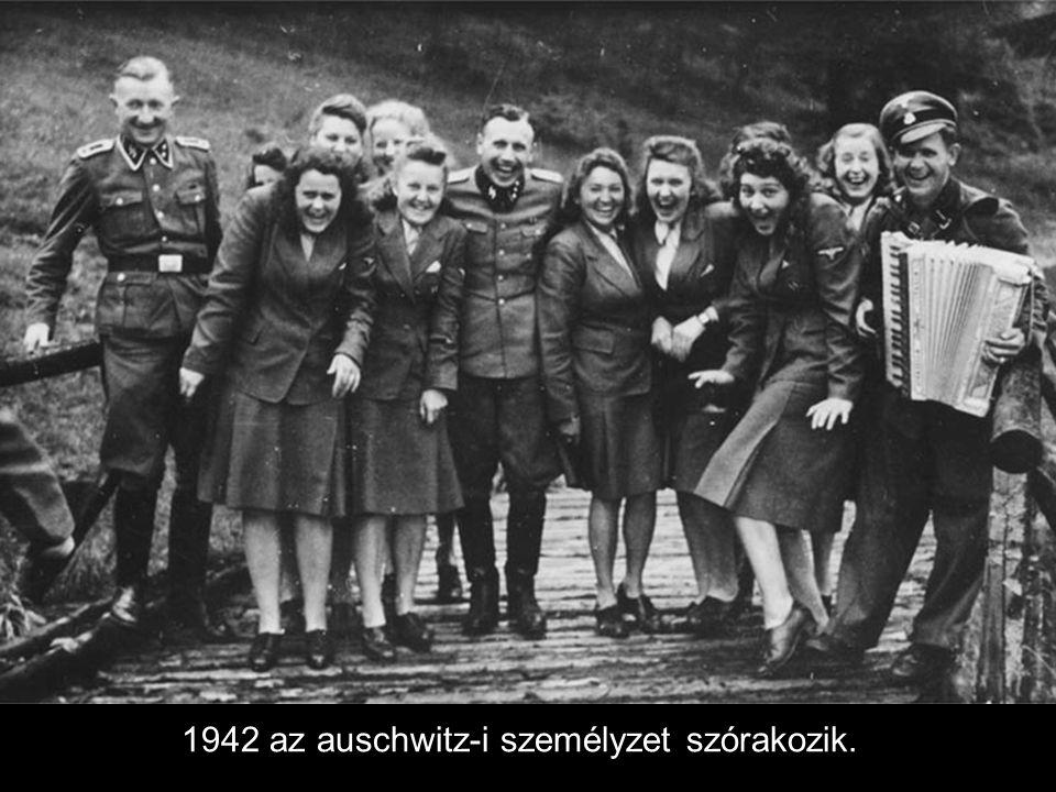 1942 az auschwitz-i személyzet szórakozik.