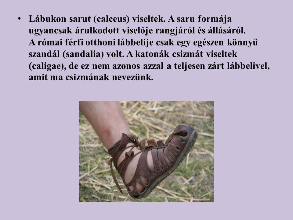 Lábukon sarut (calceus) viseltek