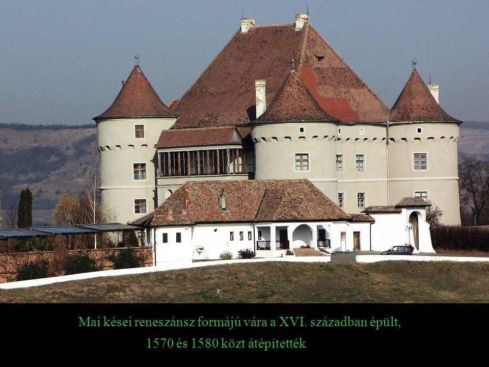 Mai kései reneszánsz formájú vára a XVI. században épült,