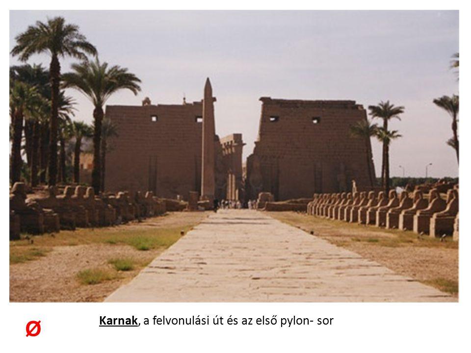 Karnak, a felvonulási út és az első pylon- sor
