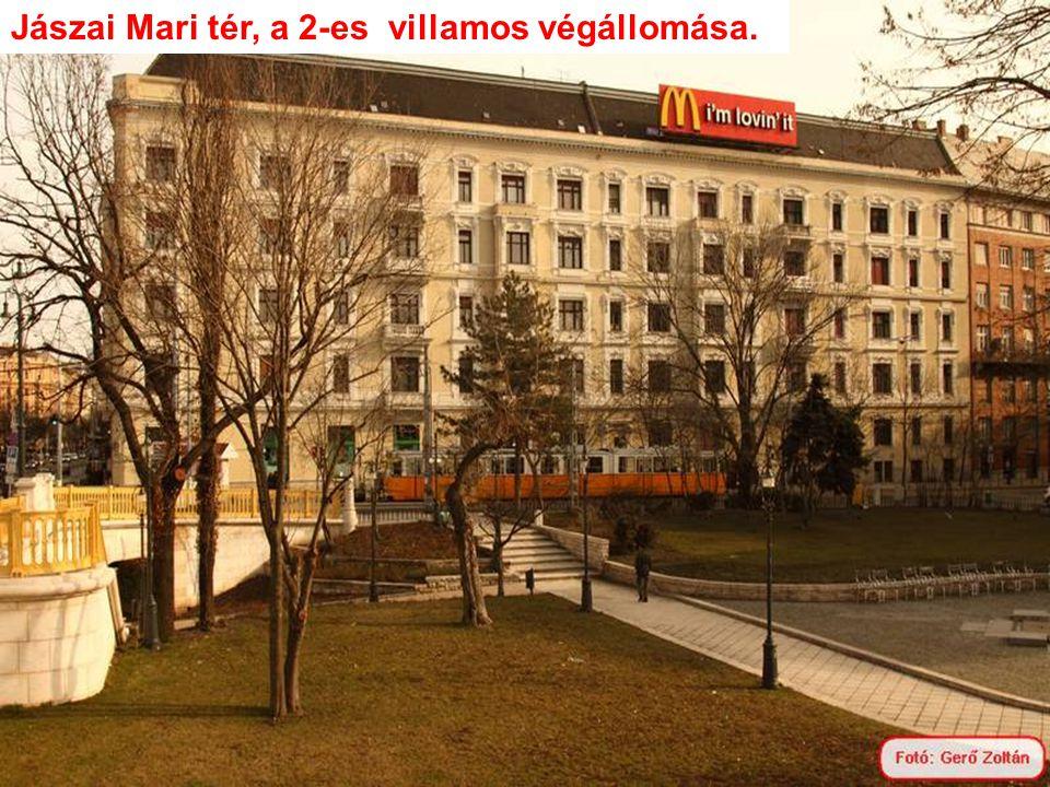 Jászai Mari tér, a 2-es villamos végállomása.