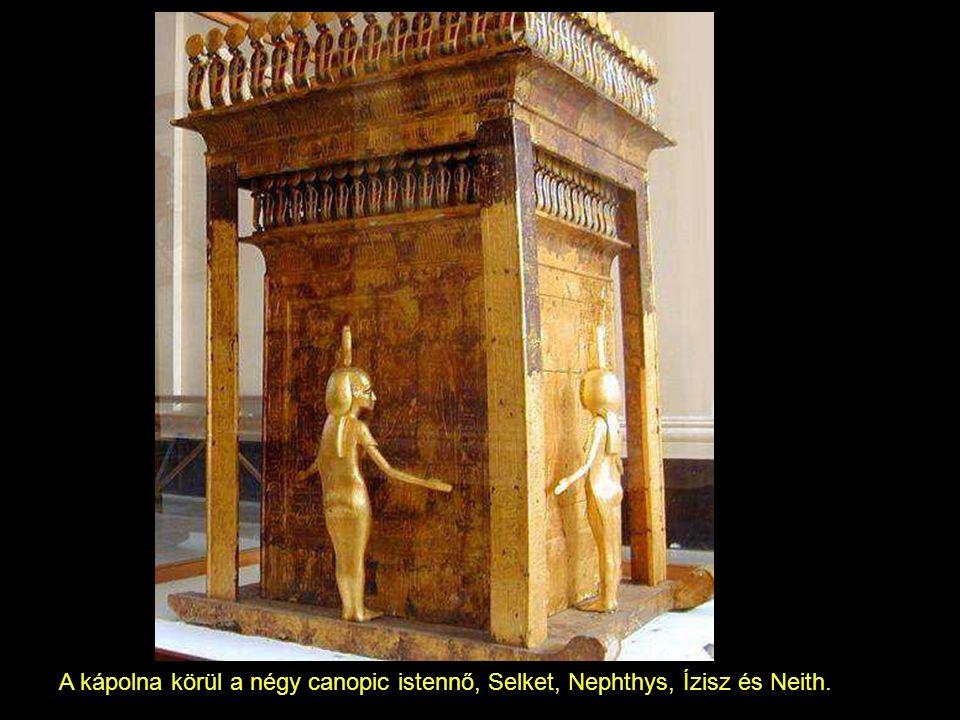 A kápolna körül a négy canopic istennő, Selket, Nephthys, Ízisz és Neith.