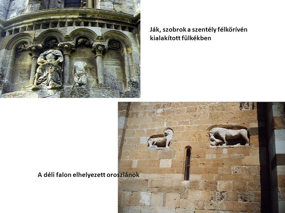 Ják, szobrok a szentély félkörívén