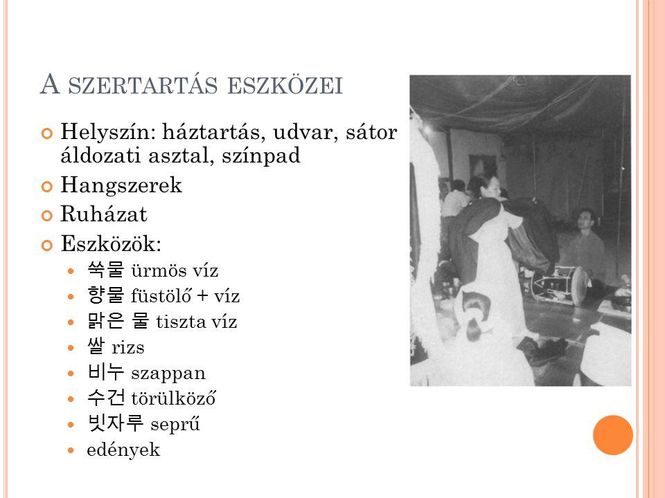 A szertartás eszközei Helyszín: háztartás, udvar, sátor áldozati asztal, színpad. Hangszerek. Ruházat.