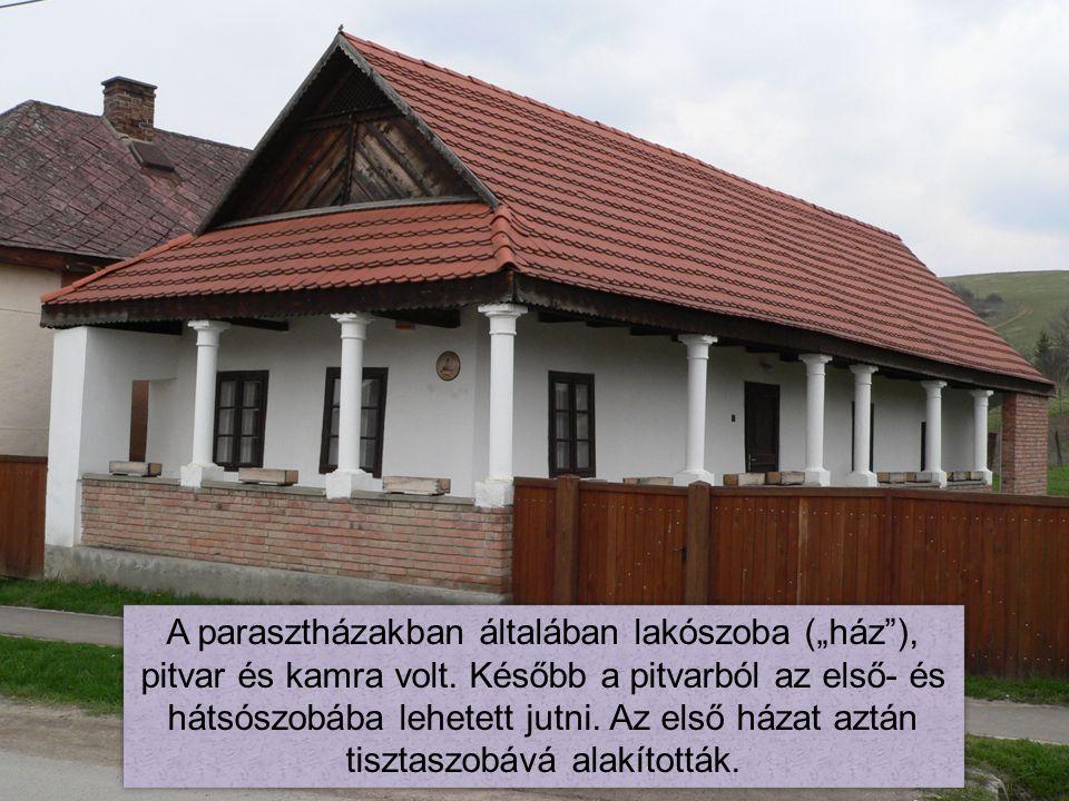 """A parasztházakban általában lakószoba (""""ház ), pitvar és kamra volt"""