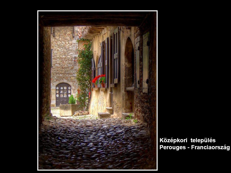 Középkori település Perouges - Franciaország