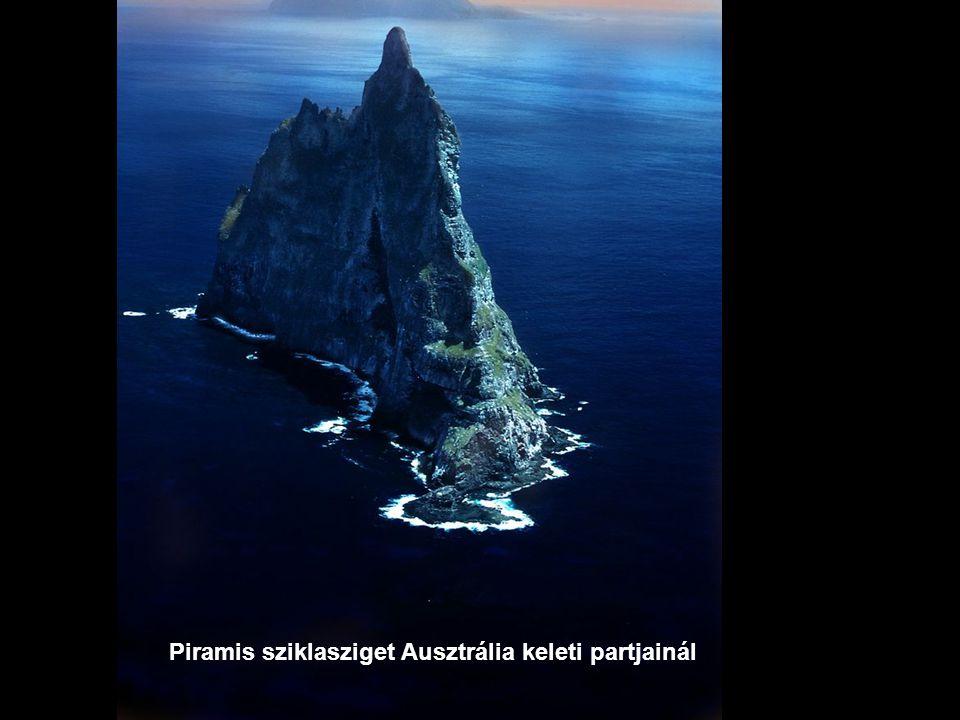 Piramis sziklasziget Ausztrália keleti partjainál