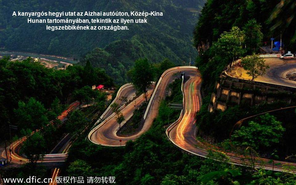 A kanyargós hegyi utat az Aizhai autóúton, Közép-Kína Hunan tartományában, tekintik az ilyen utak legszebbikének az országban.