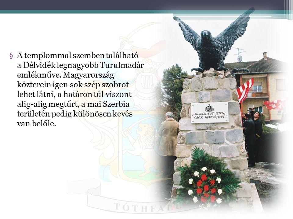 A templommal szemben található a Délvidék legnagyobb Turulmadár emlékműve.