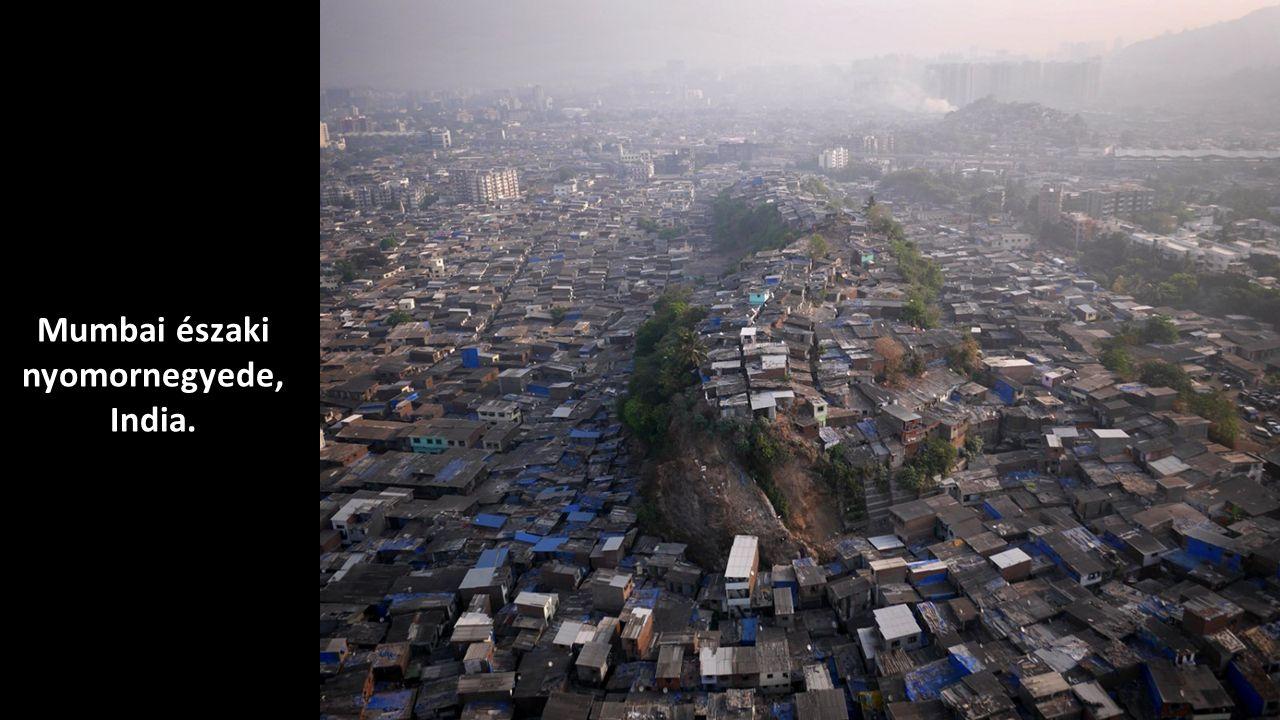 Mumbai északi nyomornegyede, India.