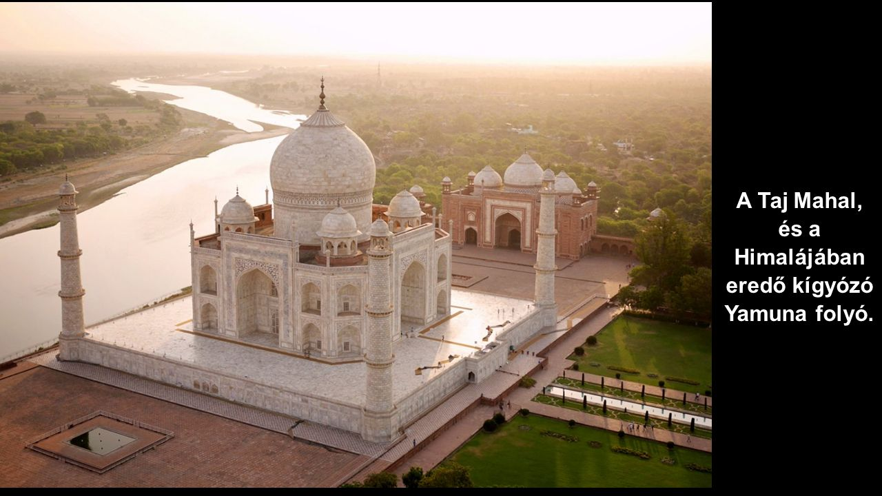 A Taj Mahal, és a Himalájában eredő kígyózó Yamuna folyó.