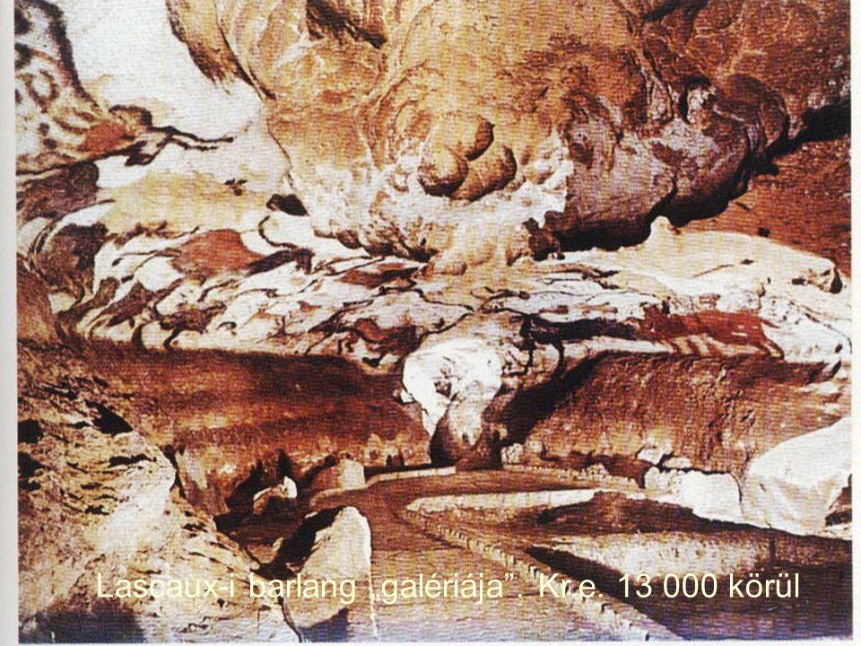 """Lascaux-i barlang """"galériája . Kr.e. 13 000 körül"""
