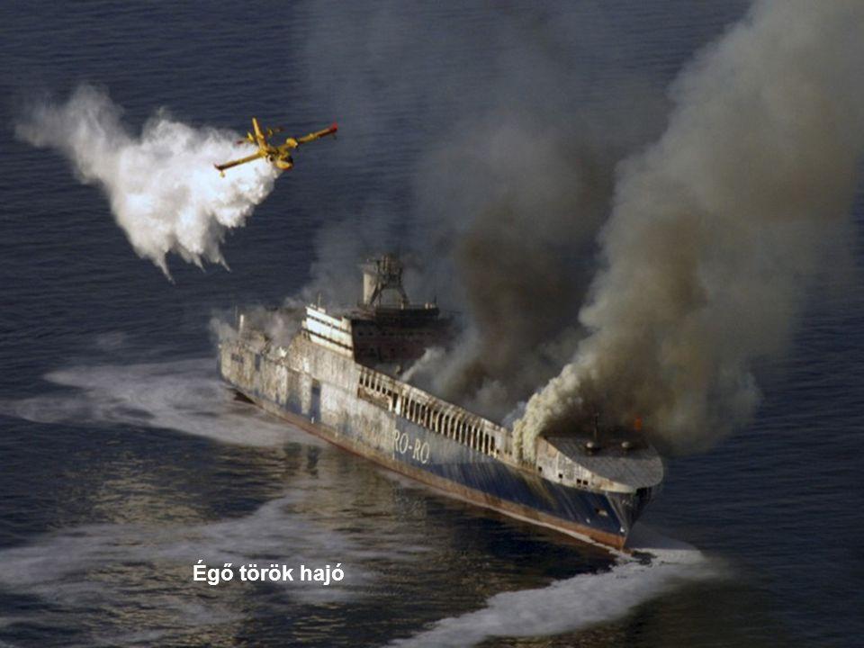 Égő török hajó