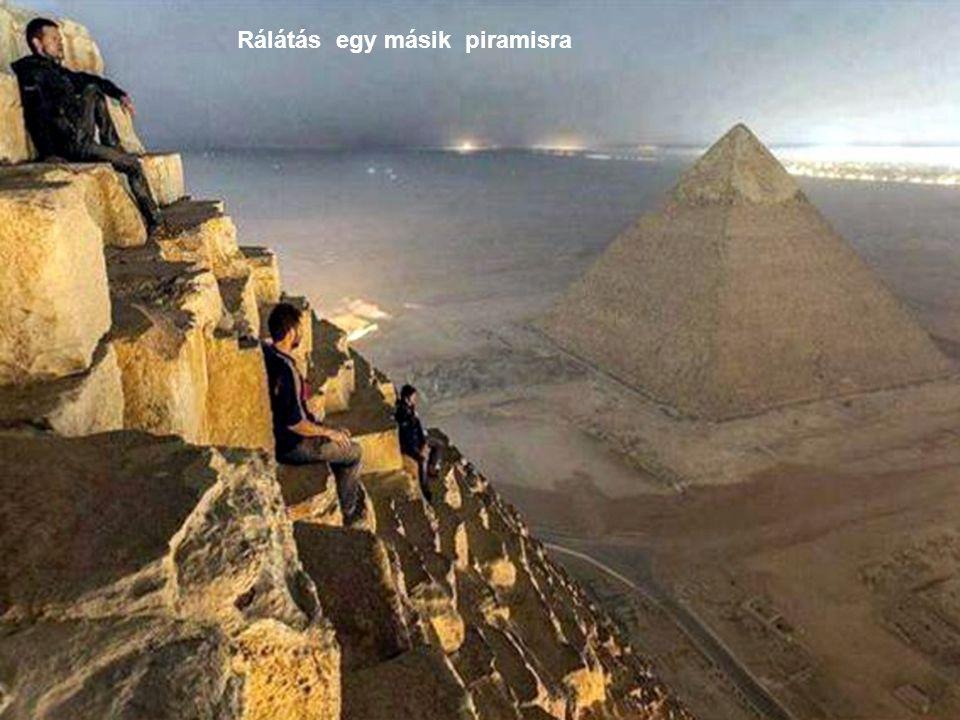 Rálátás egy másik piramisra