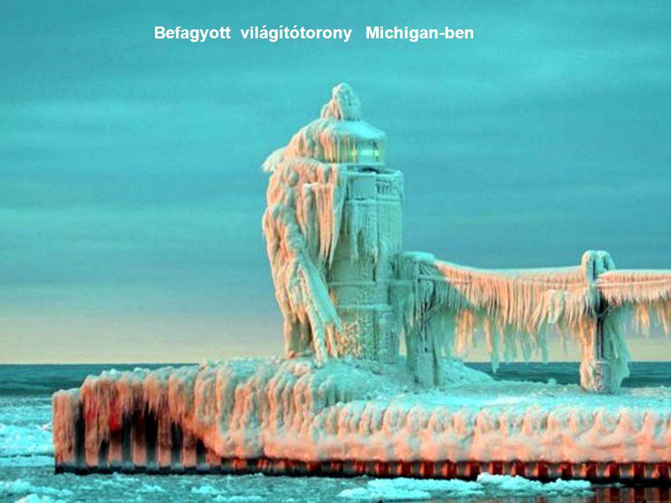 Befagyott világítótorony Michigan-ben