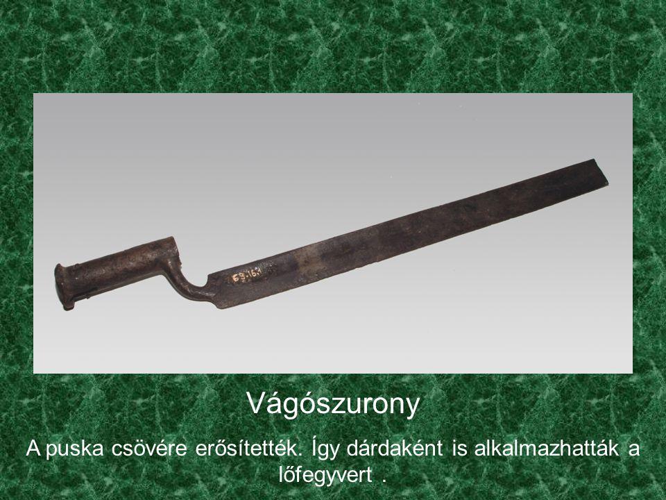 Vágószurony A puska csövére erősítették. Így dárdaként is alkalmazhatták a lőfegyvert .
