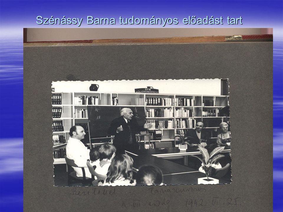 Szénássy Barna tudományos előadást tart