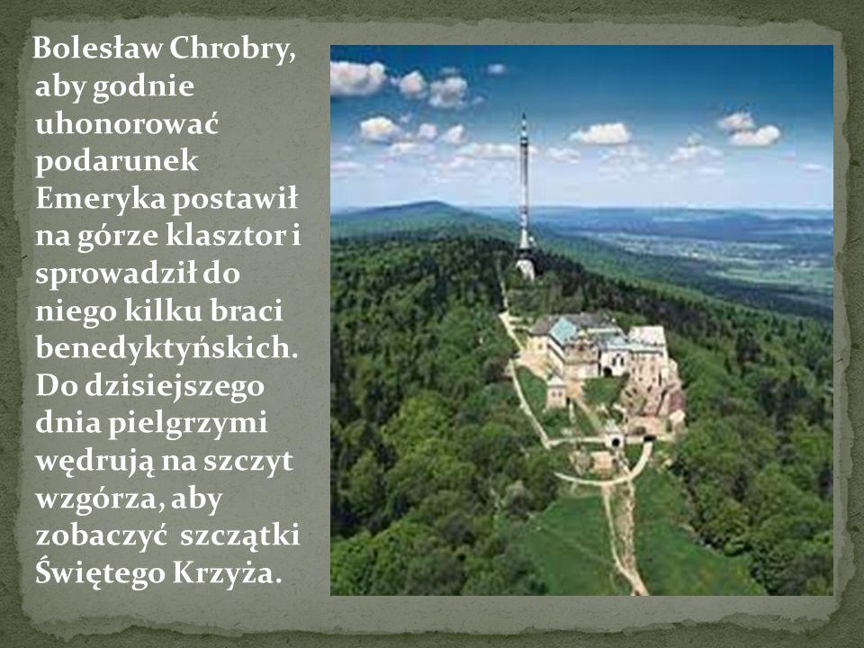 Bolesław Chrobry, aby godnie uhonorować podarunek Emeryka postawił na górze klasztor i sprowadził do niego kilku braci benedyktyńskich.
